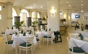 Las Uvas Restaurant