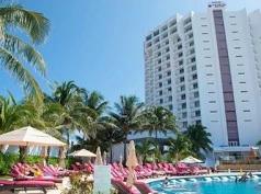 Krystal Grand Punta Cancún